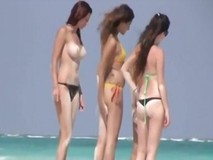 Spying on italian girls by the beach