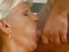 גמירות סבתות מבוגרות שלושה משתתפים