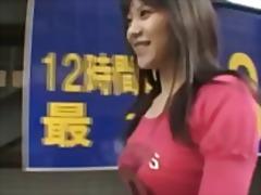 אסיאתיות יפניות ציבורי מתחת לחצאית