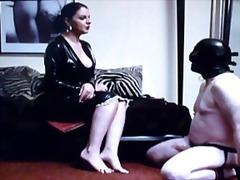 نساء مسيطرات ملابس جلدية لامعة