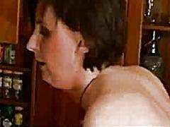 სამზარეულო ჩულქი სექსი უკნიდან