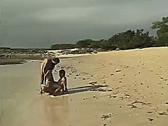 პლაჟი შეღწევა საზოგადო სამი ერთად