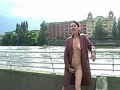 Exhibicionisti Masturbácia Na Verejnosti Sólo Prsty