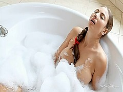 Hot babe toyed her cunt in the jacuzzi