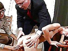 אוננות במשרד מזכירות מגולחות שלושה משתתפים