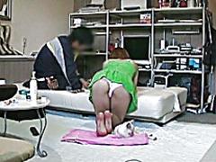 סינוור יפניות ציבורי מתחת לחצאית ווייר
