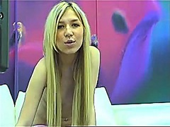 Cute blond livecam hotty