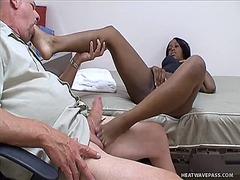 פטיש פטיש כפות רגליים עבודה ידנית רב גזעי אוננות