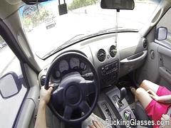 გოგონა ქერა ვიდეო კამერა მანქანა