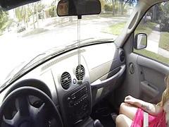 כוסיות בלונדיניות מצלמות מכונית משקפיים
