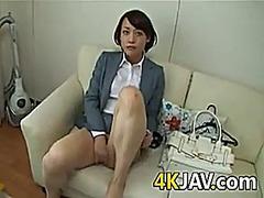Азиатки Близък план Пръсти Космати Играчка
